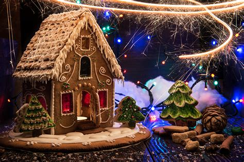 pictures gingerbread house sparkler cinnamon