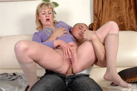 momsgiveass emiliaandnicholas nasty mom gives ass