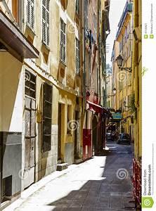 Bibliotheque De Nice : narrow street vieille ville nice france editorial ~ Premium-room.com Idées de Décoration