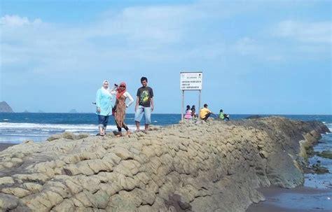 limakaki pantai pantai  indonesia  keindahannya