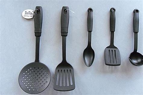 ustensiles de cuisine grenoble saisie d 39 ustensiles de cuisine potentiellement cancérigènes