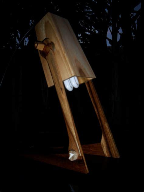 lampu belajar  kayu bekas majalah rumah