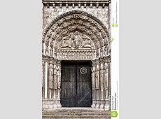 Portail D'entrée D'église Et Cathédrale Gothique De Portes