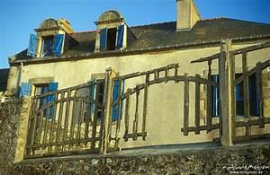 Haus Aus Beton Kosten : haus mit zerfallenem zaun aus beton bretagne frankreich naturemotion fotografie ~ Yasmunasinghe.com Haus und Dekorationen