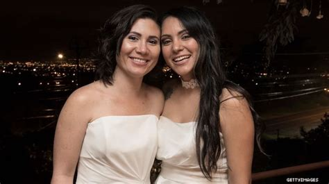 This Lesbian Couple Among Costa Ricas First Same Sex Weddings Romantic Lesbian Erotica Lgbt