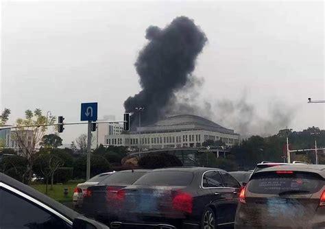 长沙市政府大楼起火?冒烟处实为地下人防工程 已处理完毕_新浪新闻