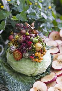 DIY fall table centerpiece - Flowers in a cabbage vase