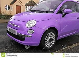 Fiat 500 Violet : petite voiture moderne de fiat 500 photo stock image 37721230 ~ Gottalentnigeria.com Avis de Voitures