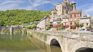 Travel France - Exploring The Village Of Estaing