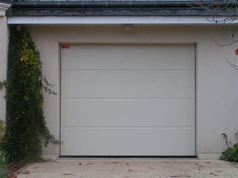 porte de garage enroulable vial laurent godard menuiseries en pvc bois et alluminium