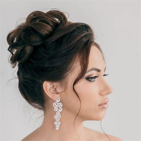 brautfrisur schwarze haare hochgesteckter haarknoten brautfrisur aufwendige ohrh 228 nger brautfrisuren haare hochzeit