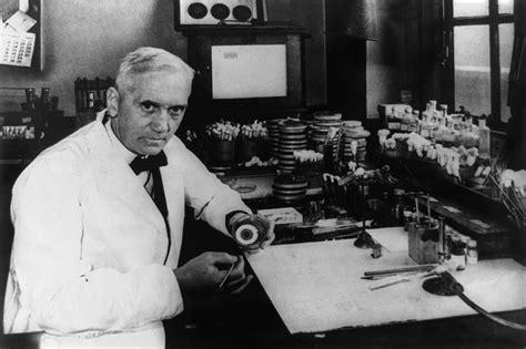 dr alexander fleming   photograph  everett