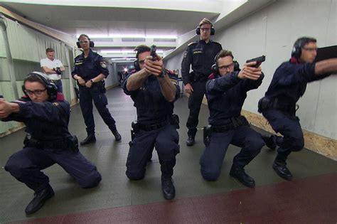 spitzensportler druecken polizei schulbank salzburgorfat