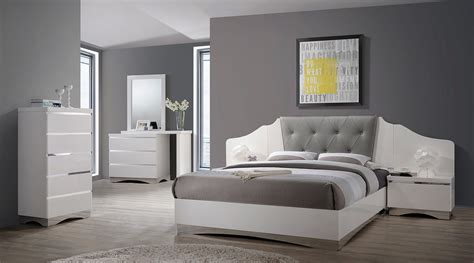 Coaster Alessandro Upholstered Bedroom Set Glossy White