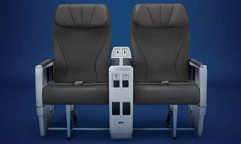 siege seat class on board comfort air transat