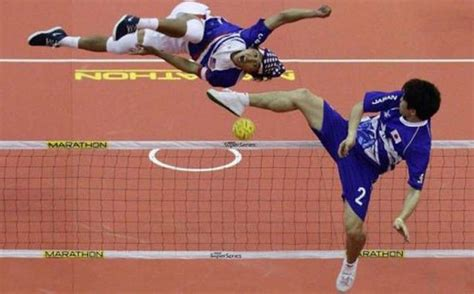 Perfectly Timed Sports Photos (37 pics)