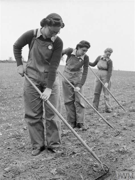 battle   land  work   womens land army