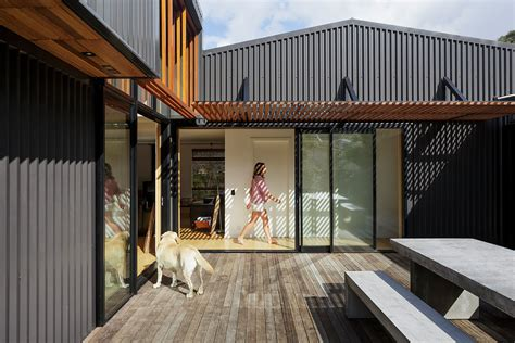 Offset Shed House Is An Unpretentious Beach Shack With A