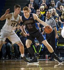 Michigan's answer to a big frontcourt? Playing two centers ...