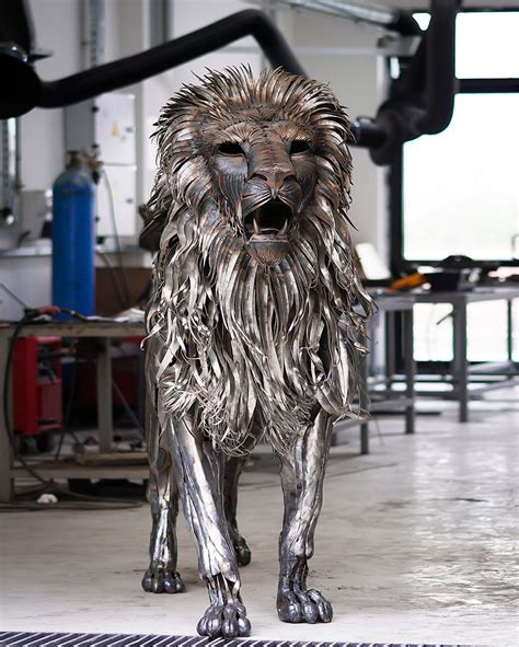 spine chilling lion sculpture    pieces