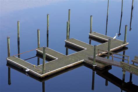 Boat Dock Vs Pier by Boat Slips Vs Boat Docks Renegar Construction Lake