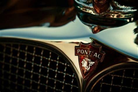 badge revealing  secrets  pontiacs