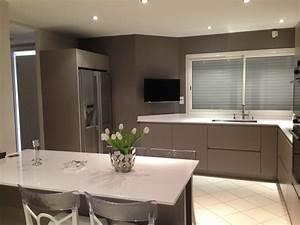 Exemples de realisations de cuisine cuisine interieur for Petite cuisine équipée avec meuble colonne salle a manger