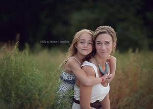 Mother daughter | Mother Daughter Photo Poses | Pinterest