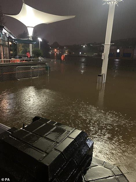 trapped shoppers spend  night  sheffields meadowhall