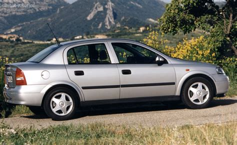 Opel Astra Sedan Specs & Photos
