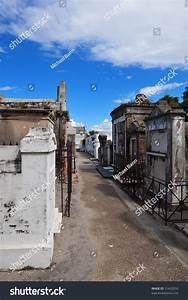 New Orleans Cemetery Stock Photo 31422916 : Shutterstock