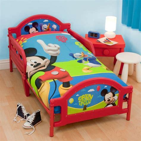 chambre pour petit gar輟n la parure de lit mickey une joie pour vous et vos enfants archzine fr