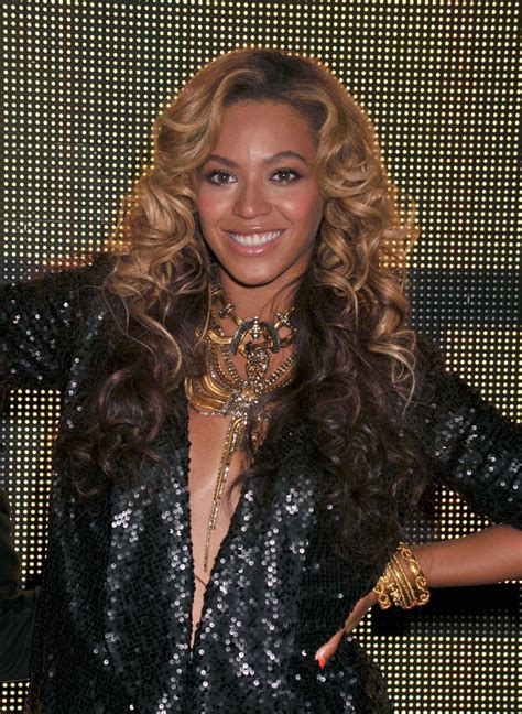 Beyonce Knowles Gold Statement Necklace - Beyonce Knowles ...