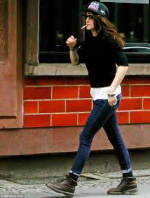 Kristen Stewart Smoking Cigarettes