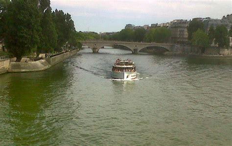 Bateau Mouche Et Bus Paris by Bateaux Bus Et Bateaux Mouche Esther Une Vie 224 Paris