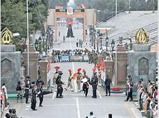 'Drunk' Indian rams vehicle into WagahAttari gate The