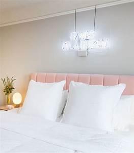 Neon Deco Chambre : bedroom with pink headboard and neon sign bedroom pinterest deco chambre a coucher deco ~ Teatrodelosmanantiales.com Idées de Décoration