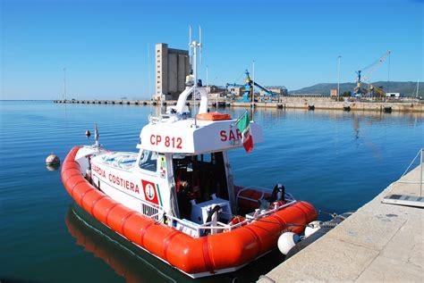 la guardia costiera di sant antioco ha portato in salvo una barca a vela alla deriva con tre