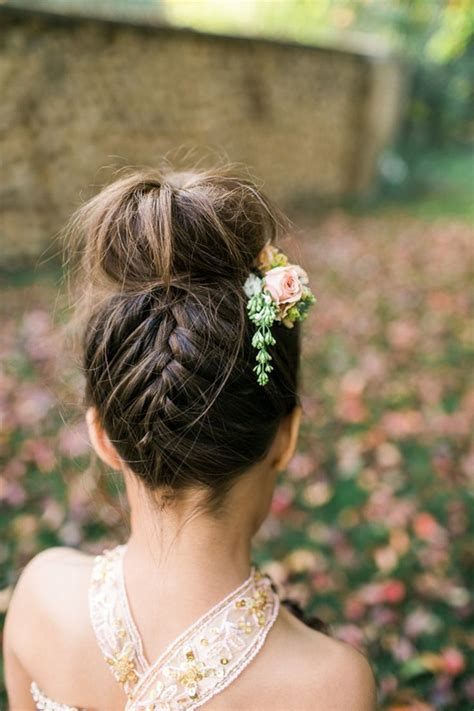 Flower Updo Hairstyles by 18 Cutest Flower Ideas For Your Wedding Day