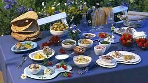 Gedeckter Tisch Kinder : mittsommer feiern in schweden das mittsommerfest ~ Orissabook.com Haus und Dekorationen