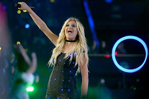 Kelsea Ballerini Asserts Her Independence On 'miss Me More