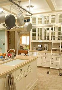 kitchen photos 18 kitchens you39re going to love With what kind of paint to use on kitchen cabinets for white and gold wall art