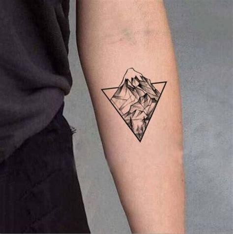 tatouage géométrique homme imperm 233 able faux tatouage temporaire autocollants gris g 233 om 233 trique montagne for 234 t triangle