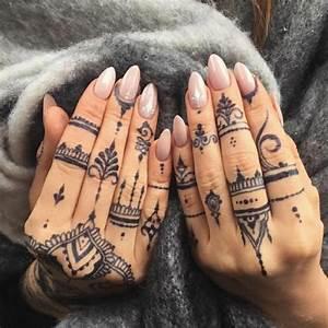 Hand Tattoos Schrift : henna tattoo uralte kunst zur tempor ren hautverzierung mit pflanzenfarbe ~ Frokenaadalensverden.com Haus und Dekorationen