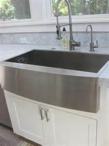 how should farmhouse sink meet mitered edge countertop
