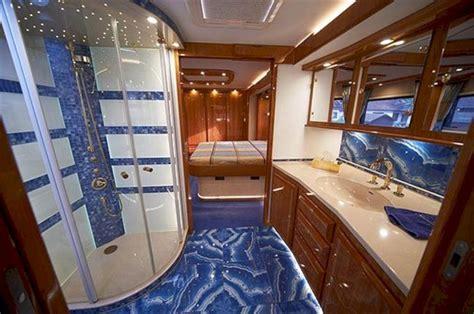 Luxury Minimalist RV Interiors Bathrooms ? Fres Hoom