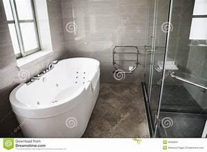 Moderne Badezimmer Mit Dusche : modern sauber badezimmer mit badewanne und dusche stockbild bild 33393831 ~ Sanjose-hotels-ca.com Haus und Dekorationen
