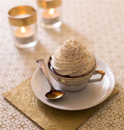 recette de cuisine pour noel chocolat chaud viennois avec sa chantilly maison les