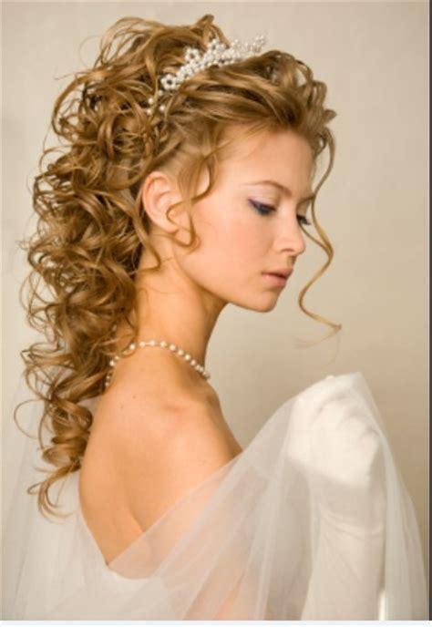Wedding Hairstyles With Tiara Fashionable   GlobezHair