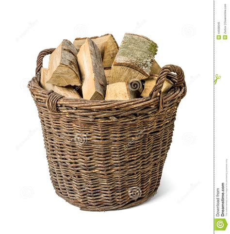 panier en osier rempli du bois photo stock image 44568045